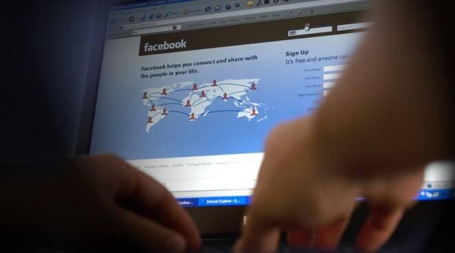 facebook-computerscreen-0915.jpg