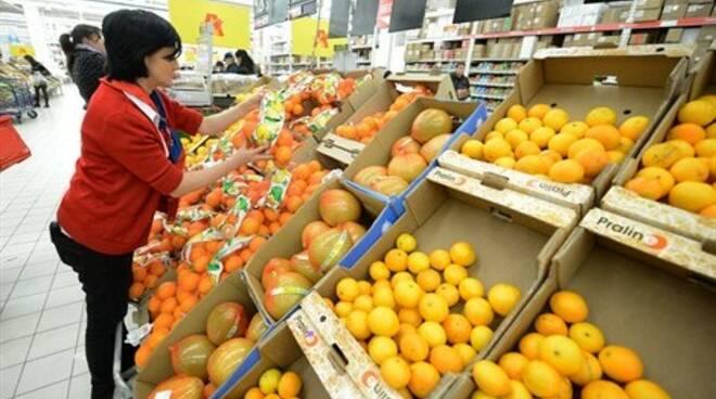 lavoratore-supermercato_470x305.jpg