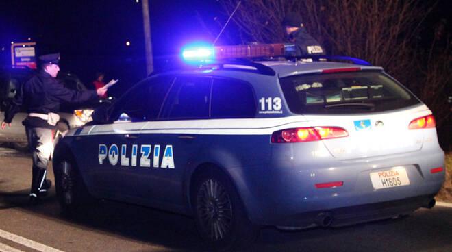 poliziamacchina_notte.jpg