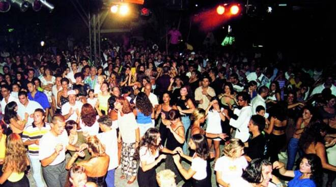 Confermata la chiusura delle discoteche in tutta Italia