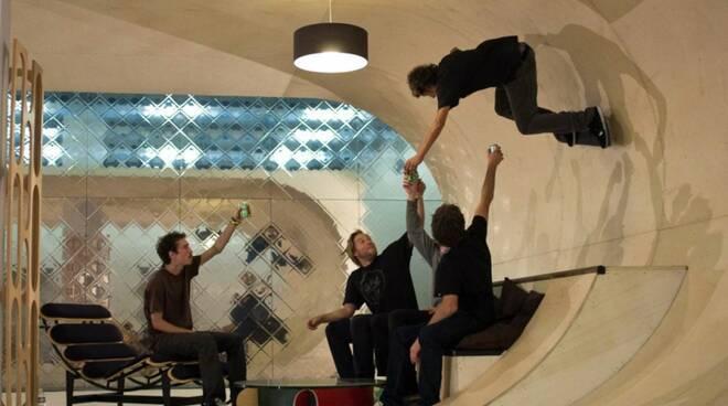 Personaggi_alternativi_la_case_piu_inconsuete_del_pianeta__casa-skateboard.jpg