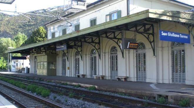 S.Giuliano_Terme_stazionetreni.JPG