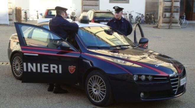 carabinieri-lucca3.jpg