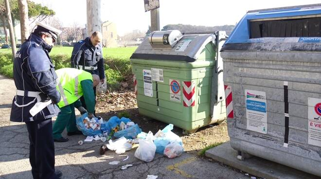 polizia_municipale_rifiuti.jpg