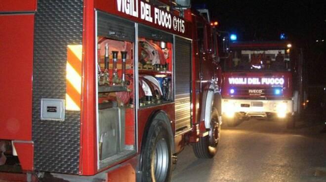 vigili-del-fuoco-di-notte.jpg