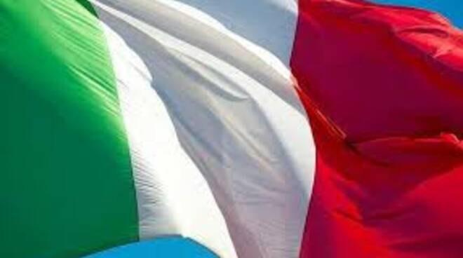bandiera_italiana_al_vento.jpg