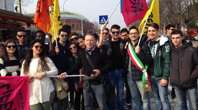 Marcia_della_Legalità_-_Buggiani_a_Bologna_con_gli_studenti_dellIstituto_Checchi.jpg
