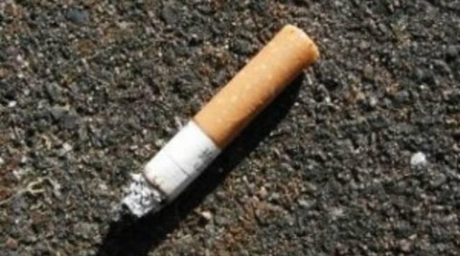 mozzicone-di-sigarette-a-terra-300x224.jpg