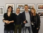 Riccardo_Vanelli_Veleria_Coli_Laura_Casotti_e_Sauro_di_Ruzza_di_fronte_ad_alcune_immagini.jpg