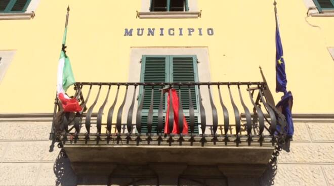 municipio_lutto.jpg