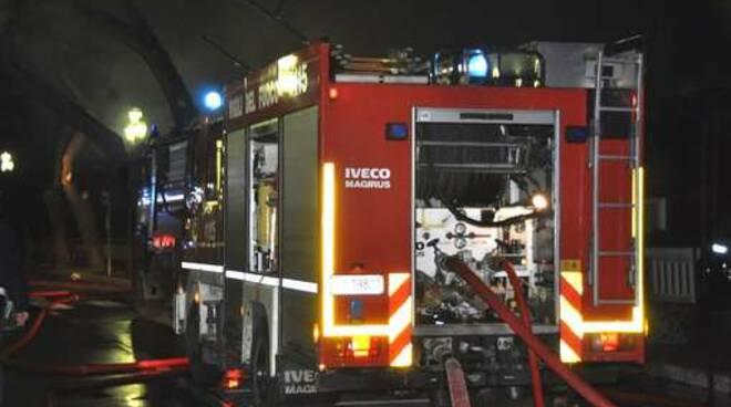 Vigili_del_fuoco_notte.jpg