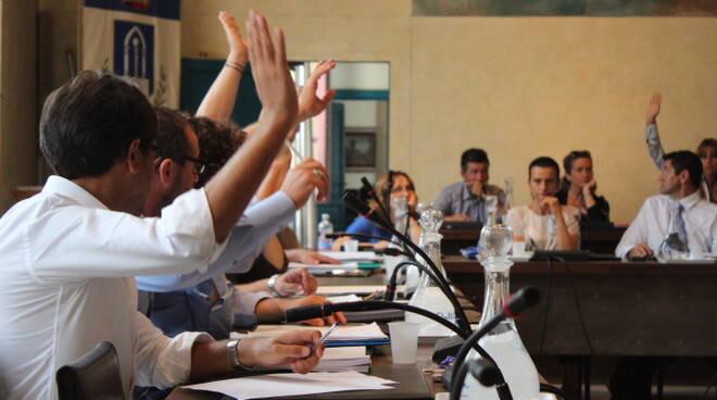 Foto_Votazione_Consiglio_Comunale.JPG