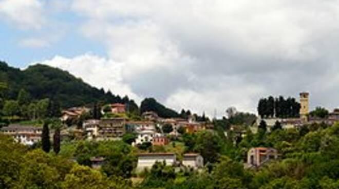 260px-Molazzana-panorama.jpg