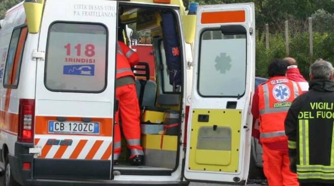 ambulanza-e-vigili-del-fuoco.jpg