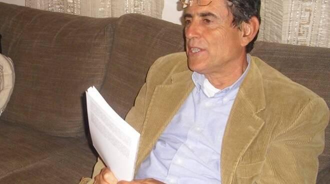 Franco_Donatini_nel_suo_salotto_letterario_di_Villa_Le_Sughere-1.jpg
