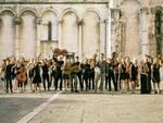 1B1_Orchestra_-_Piazza_San_Michele_Lucca_-_agosto_2016_foto_Peter_Adamik.jpg