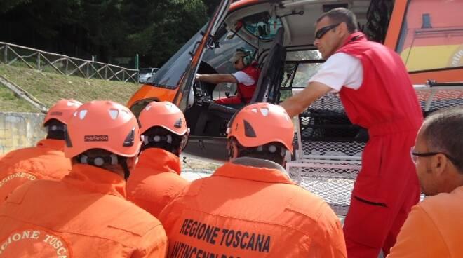 elicottero-soccorso-incendio-volontari-boschi.jpg