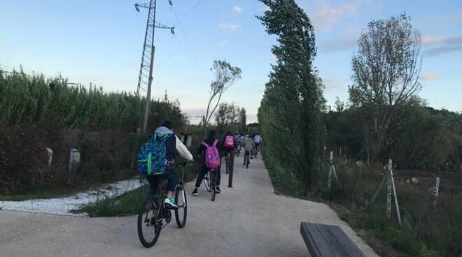 a_scuola_in_bicicletta3n.jpg