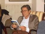lo_scrittore_Franco_Donatini_con_il_suo_libro_In_Viaggio.jpg