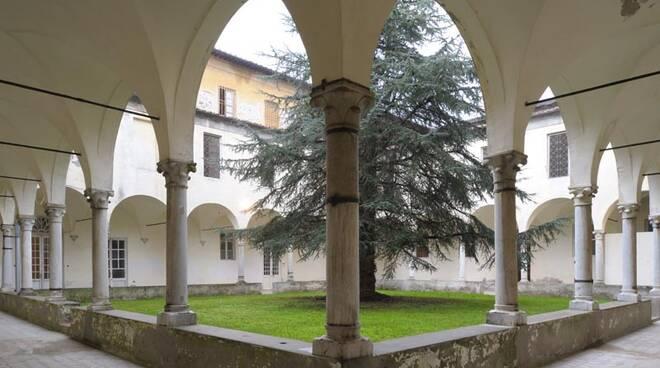 Ex_ospedale_psichiatrico_di_Maggiano_-_chiostro.jpg
