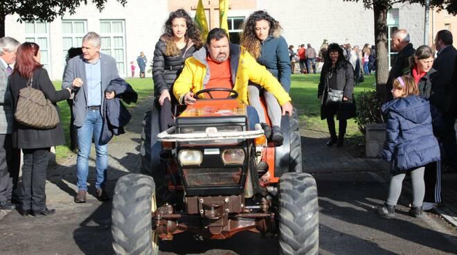 Foto-trattore-ragazze-a-bordo-Coldiretti.jpeg