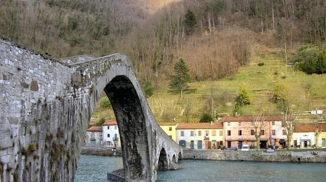 Borgo_a_Mozzano-ponte01.jpg