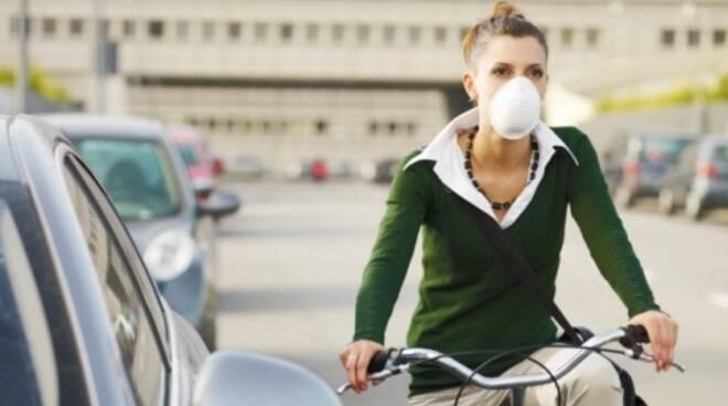 mascherina_inquinamento_bicicletta.jpg