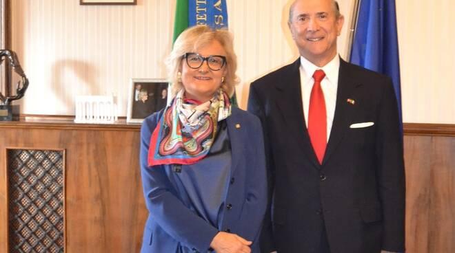Prefetto_Pagliuca_e_Ambasciatore_USA_in_Italia_-_sito_web.jpg