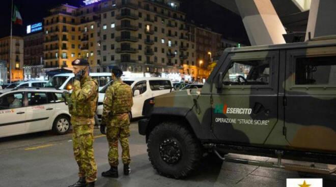 esercito_italiano_per_strada.jpg