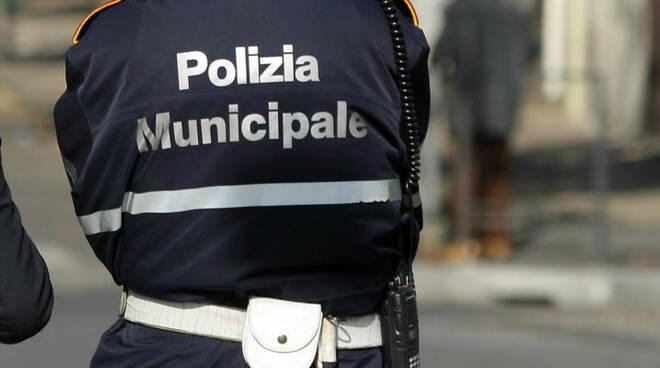 polizia-municipale-vigili-urbani-735x400.jpg