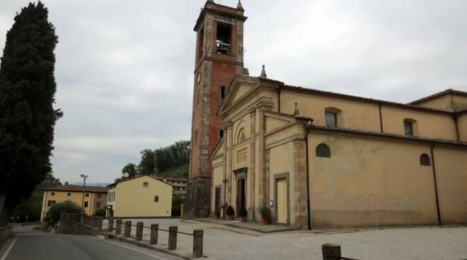 Chiesa_Massa_Macinaia.JPG