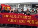 Striscione_Ponsi_e_gruppo.jpg