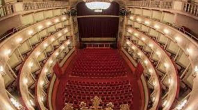 Teatro_del_Giglio_-_sala.jpg
