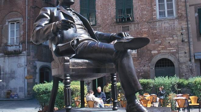 statuapuccini.jpg