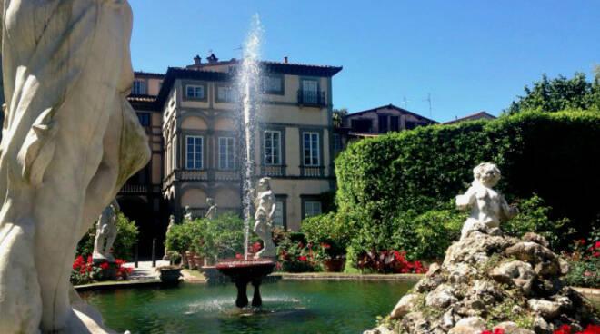 Fontana_palazzo_pfanner_Lucca-592x444.jpg