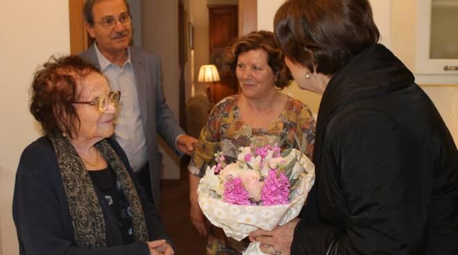 la_centenaria_Pierina_Matteoli_-_la_visita_del_Sindaco_Lucia_Ciampi_2_Copia.JPG