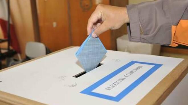 urna_elettorale_-_seggio_comunali_.jpg