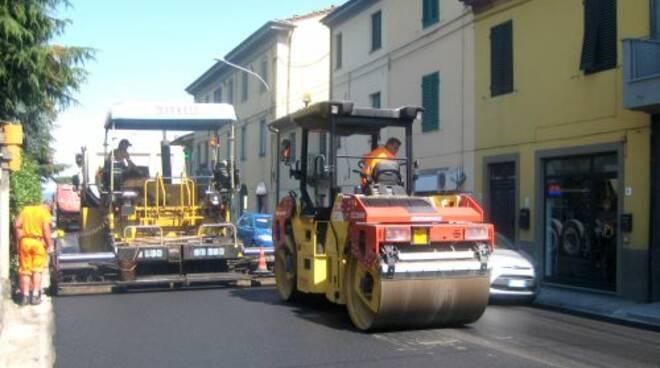 asfalto_via_Pesciatina_-_giugno_2013.jpg