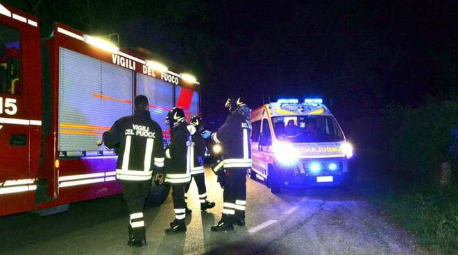 vigili_fuoco-e-ambulanza-di-notte_incidente.jpg