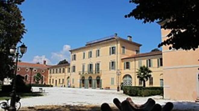 260px-Viareggio_villa_borbone_ext._01.JPG
