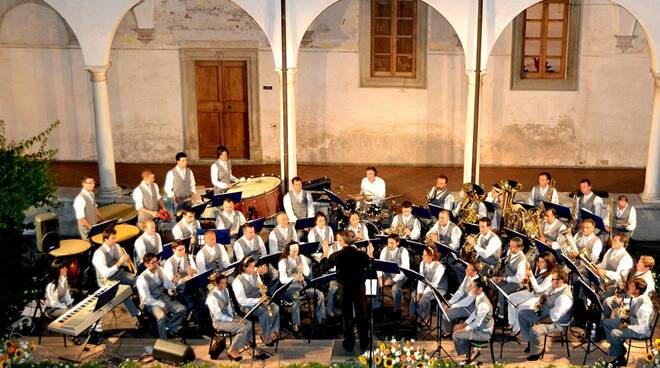 Foto_Concerto_Filarmonica_Chiostro_Pietrasanta.jpg