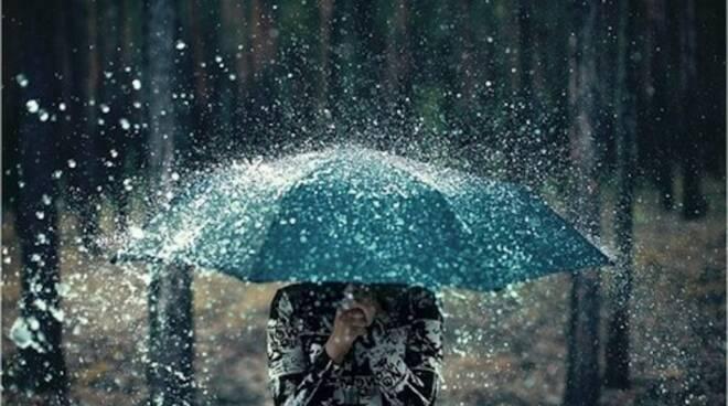 pioggia-temporale-non-si-dice-piacere-bon-ton-buone-maniere-galateo-610x400.jpg