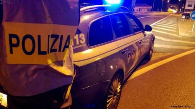 polizia-stradale-polizia-notte-215325.660x368.jpg