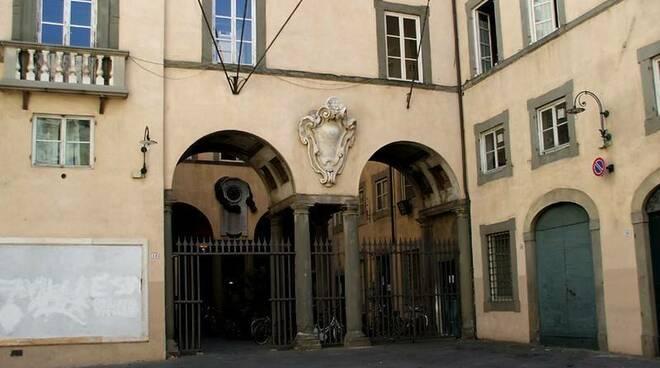 palazzo_santini_lucca.jpg