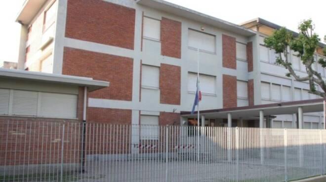 scuole_carducci_forte_dei_marmi_1.JPG