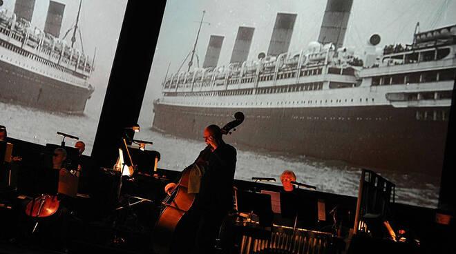 The_Sinking_of_the_Titanic_LR.jpg