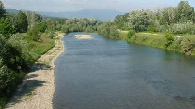 lucca-fa-il-bagno-e-muore-nel-fiume-serchio-410.jpg