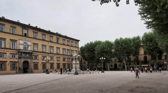 Piazza-Napoleone-1-rid.jpg
