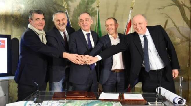 firma_accordo_ponte_serchio_8_gennaio_2019.jpg