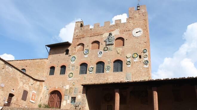 Palazzo_Pretorio_-_foto_IMG_0865_-_rit_rid.jpg